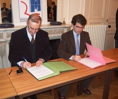 Signature d'une charte pour la prévention des risques professionnels - Batiweb