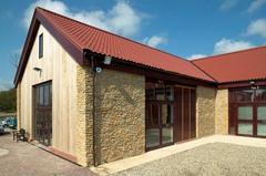 Le panneau tuile s'adapte à tous les styles de toitures - Batiweb