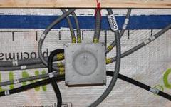 La facilité de pose en électricité et plomberie avec la pieuvre Pil'Top, 100 % française Batiweb