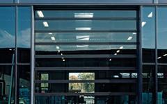 NOVOFERM INDUSTRIE : Design et luminosité : la porte sectionnelle Vision XL - Batiweb