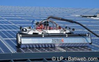 Les robots investissent le nettoyage de toitures photovoltaïques