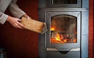 Pollution : les industriels du chauffage au bois réfutent les accusations Batiweb