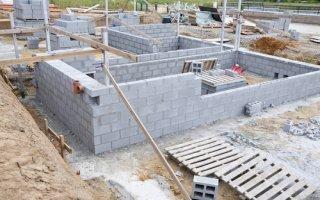 Construction : les mises en chantier poursuivent leur chute  - Batiweb
