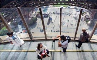 Inauguré par Anne Hidalgo, le premier étagede la Tour Eiffel a fait peau neuve - Batiweb