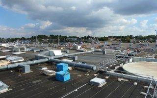 Zoom sur la rénovation thermique de la toiture d'un centre commercial - Batiweb