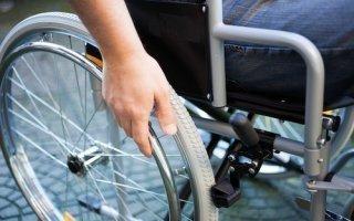 Accessibilité : certains établissements pourront déroger à la règle, l'APF envisage un recours - Batiweb