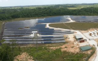 Mise en service d'une centrale solaire innovante avec stockage en Guyane