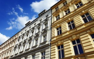 Le succès de l'investissement dans la pierre, responsable de l'envolée des prix des logements - Batiweb
