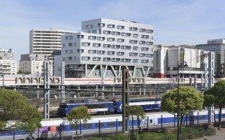 Un hôtel suspendu au dessus des rails pour le personnel de la SNCF Batiweb