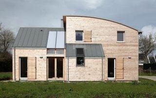 (Vidéo)Une maison bioclimatique sort de terre en Bretagne - Batiweb