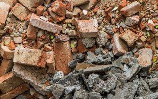 Dépôts sauvages de déchets : l'Île-de-France veut sensibiliser les jeunes artisans
