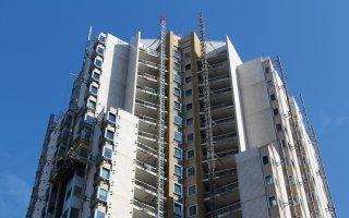 Des systèmes d'élévation innovants pour réhabiliter des tours de grande hauteur