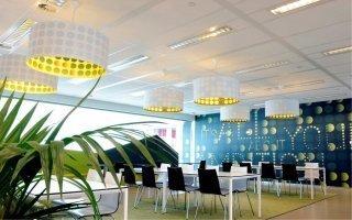 Armstrong Ceiling Solutions dévoile une nouvelle gamme de plafonds voile de verre - Batiweb