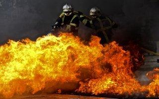 Aubervilliers : une tour HLM en proie aux flammes