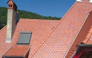 Monier démontre les performances de ses tuiles terre cuite sur deux chantiers d'envergure