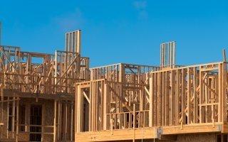 Signature d'un partenariat dédié à la construction bois  - Batiweb