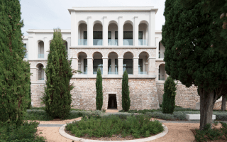 Les menuiseries Kawneer offrent confort et luminosité au Palais Maeterlinck - Batiweb