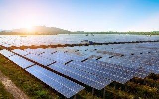 Les centrales solaires plus compétitives que les éoliennes pour François de Rugy - Batiweb