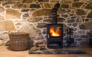 Plus économique que le fioul et le gaz, c'est le moment d'investir dans le chauffage au bois ! Batiweb