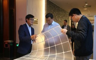 Une nouvelle couche arrière maillée transparente pour les panneaux solaires Jolywood