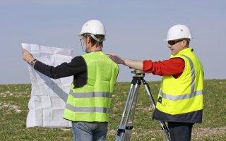 Les géomètres-experts proposent une antisèche à Emmanuel Macron Batiweb