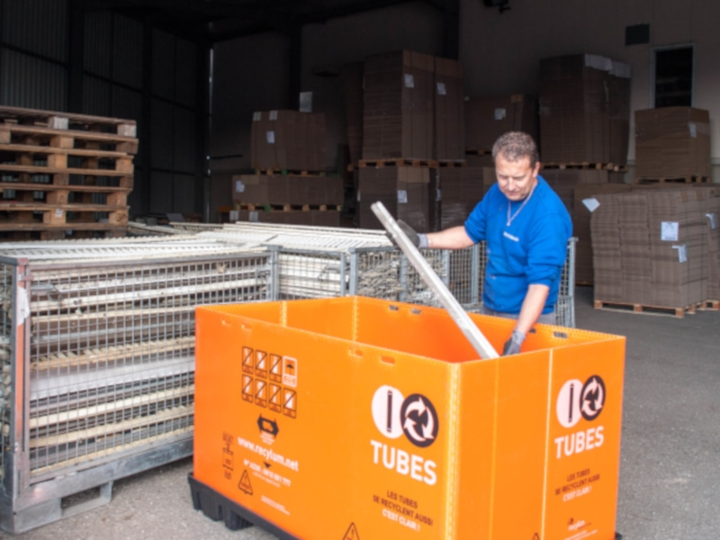 30 000 tubes fluorescents sont recyclés à la Défense avec le passage à la LED