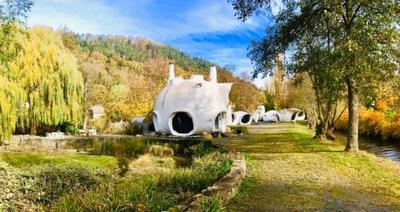 Un acquéreur propose 120 000 euros pour les maisons-bulles de Haüsermann Batiweb