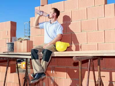 Canicule et chantiers : professionnels du bâtiment, soyez vigilants ! Batiweb