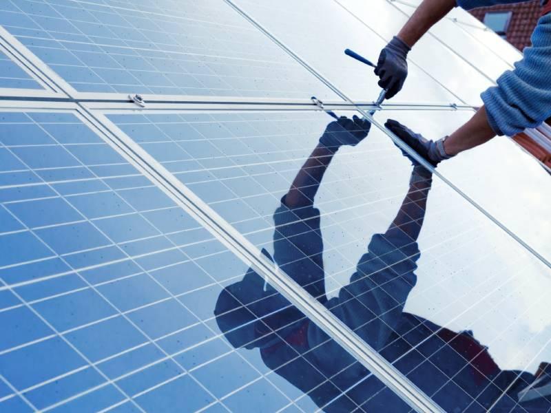 « Poseurs d'Avenir » forme les futurs experts du photovoltaïque - Batiweb