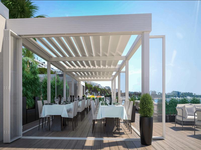 Pergola bio-thermique Ciel Ouv'Air : une terrasse avec vue par tous les temps