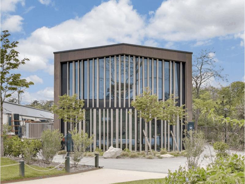 Au Jardin d'Acclimatation, le Boréal s'inscrit dans l'environnement végétal