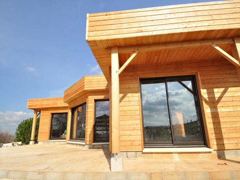 Le secteur de l'immobilier mitigé concernant la construction bois (enquête)
