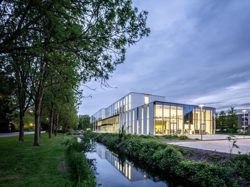 A Woerden, Cepezed réalise un hôtel de ville à la fois léger et peu coûteux - Batiweb
