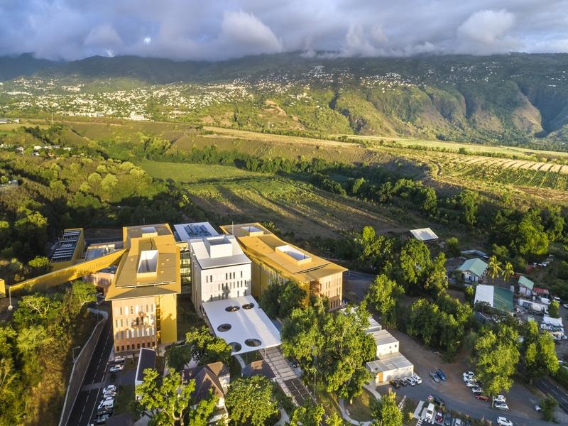 Schüco participe à création du Pôle de Santé Ouest de la Réunion - Batiweb