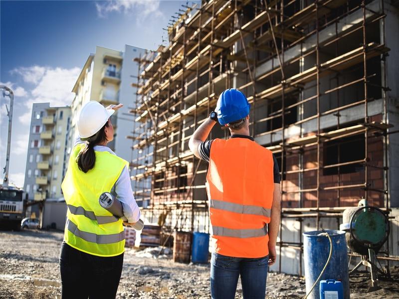 Les prévisions d'embauches restent élevées pour le secteur du BTP - Batiweb