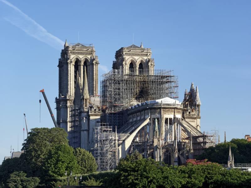 Le chantier de Notre-Dame de Paris à l'arrêt à cause du Covid-19 - Batiweb
