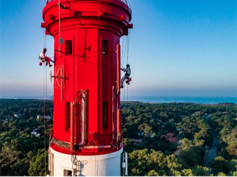 Le phare du Cap Ferret repeint aux couleurs d'Unikalo Batiweb