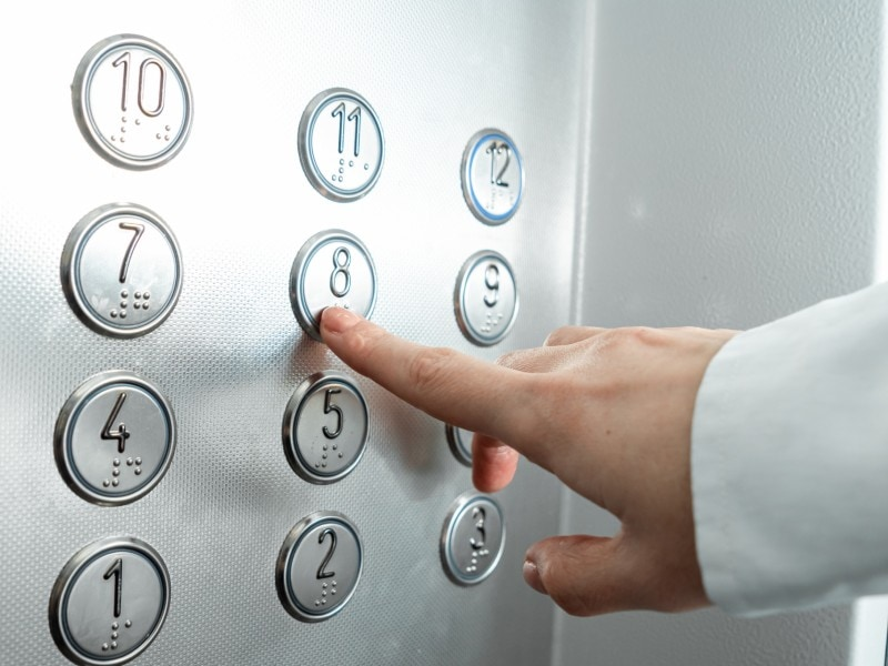 Koné propose 3 nouveautés pour l'hygiène des ascenseurs et escaliers mécaniques - Batiweb