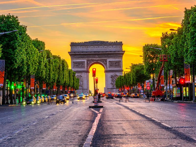 Réenchanter les Champs-Elysées: les attentes des Français dévoilées - Batiweb