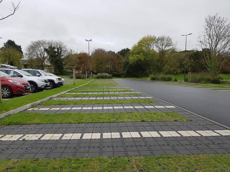 Des parkings perméables pour gérer les eaux pluviales - Batiweb