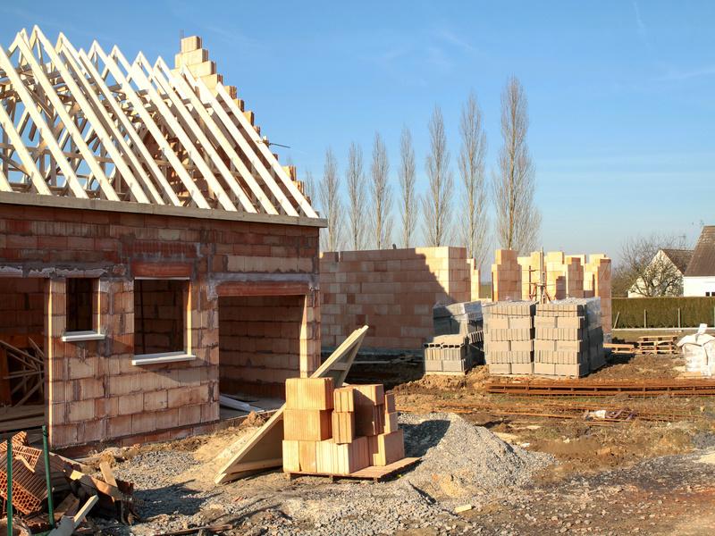 Construction de logements: légère reprise au 1er trimestre 2021 - Batiweb