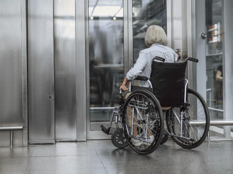 Accessibilité : Koné veut connecter le fauteuil roulant à l'ascenseur - Batiweb