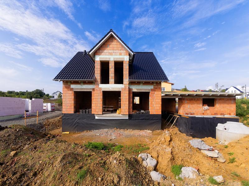 Les mises en chantier bondissent mais les permis de construire reculent - Batiweb
