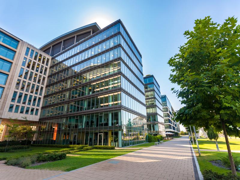 Les bureaux, bâtiments les plus impliqués dans les rénovations durables - Batiweb