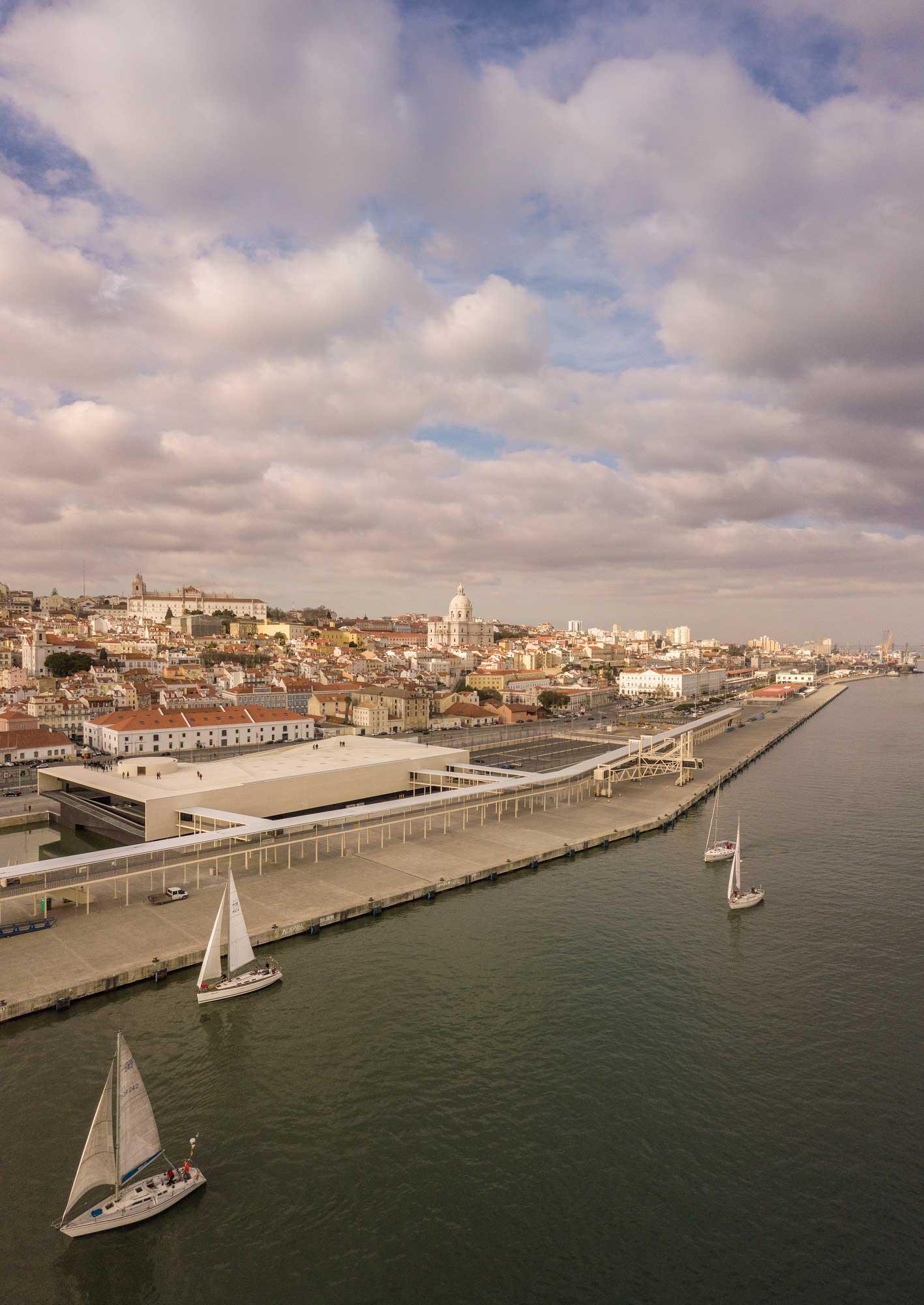 Lisbon Cruise Terminal par Carrilho da Graça Arquitectos- Créditphoto : Fernado Guerra, Rita Burmester, Fábio Azevedo