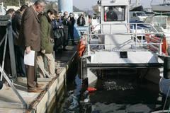 """Un bateau """"aspirateur"""" en démo au port des Heures Claires.  - Batiweb"""