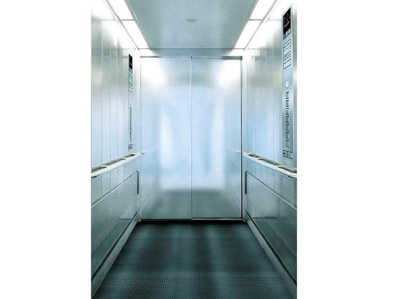 Ascenseur Schindler 2500, Spacieux et fonctionnel. L'ascenseur des Établissements de Santé
