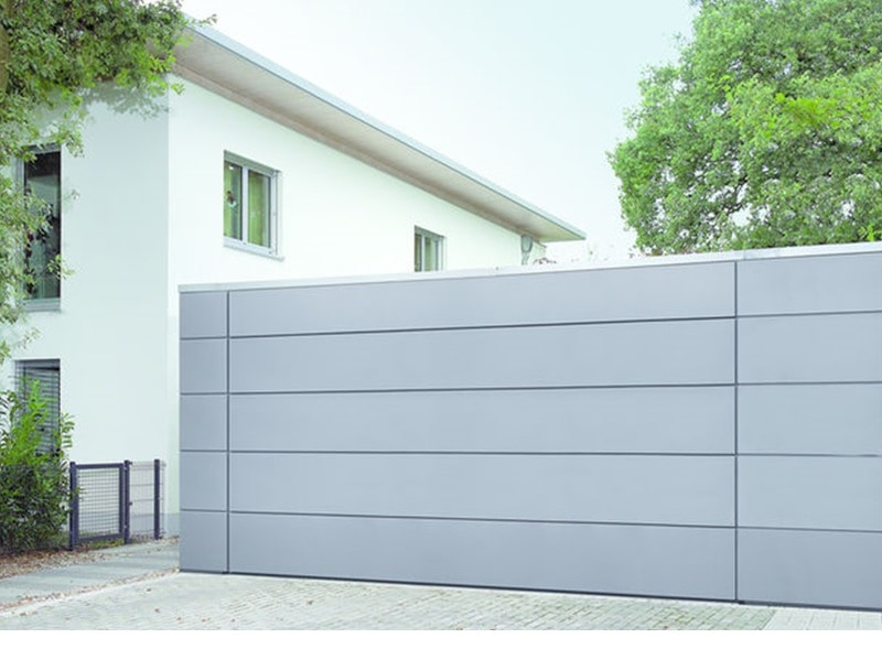 Porte de garage assortie à la façade - Batiweb