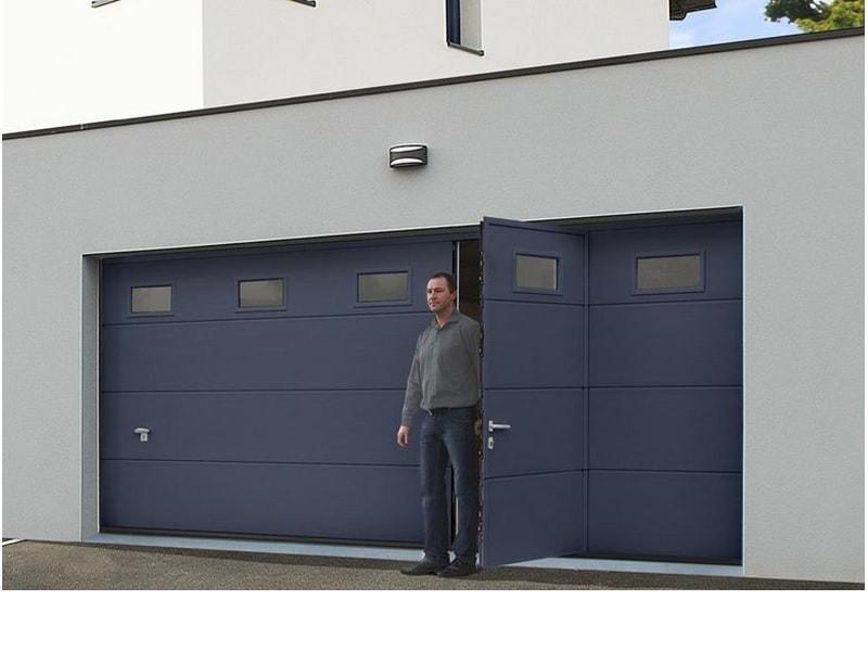Porte de garage avec portillon intégré