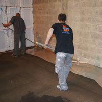 500 m² de sol industriel rénovés en 1 nuit Batiweb